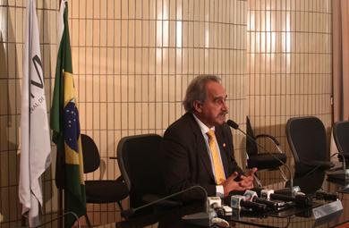 Presidente do CFM concede entrevista à imprensa