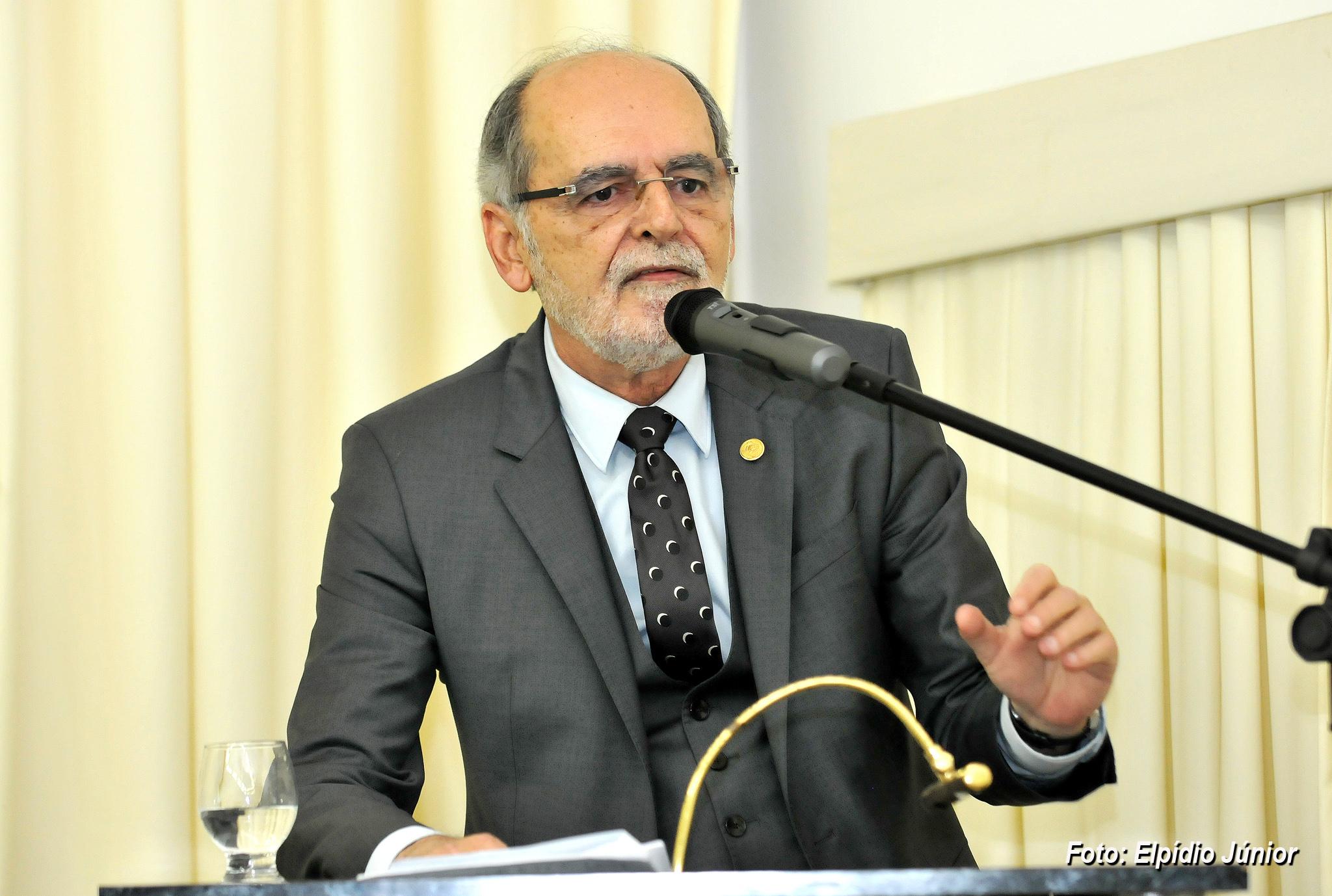 Carlos Vital: carreira trará ganhos para a sociedade que depende do SUS