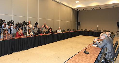 O presidente do CFM, Carlos Vital, apresentou à imprensa os dados da pesquisa