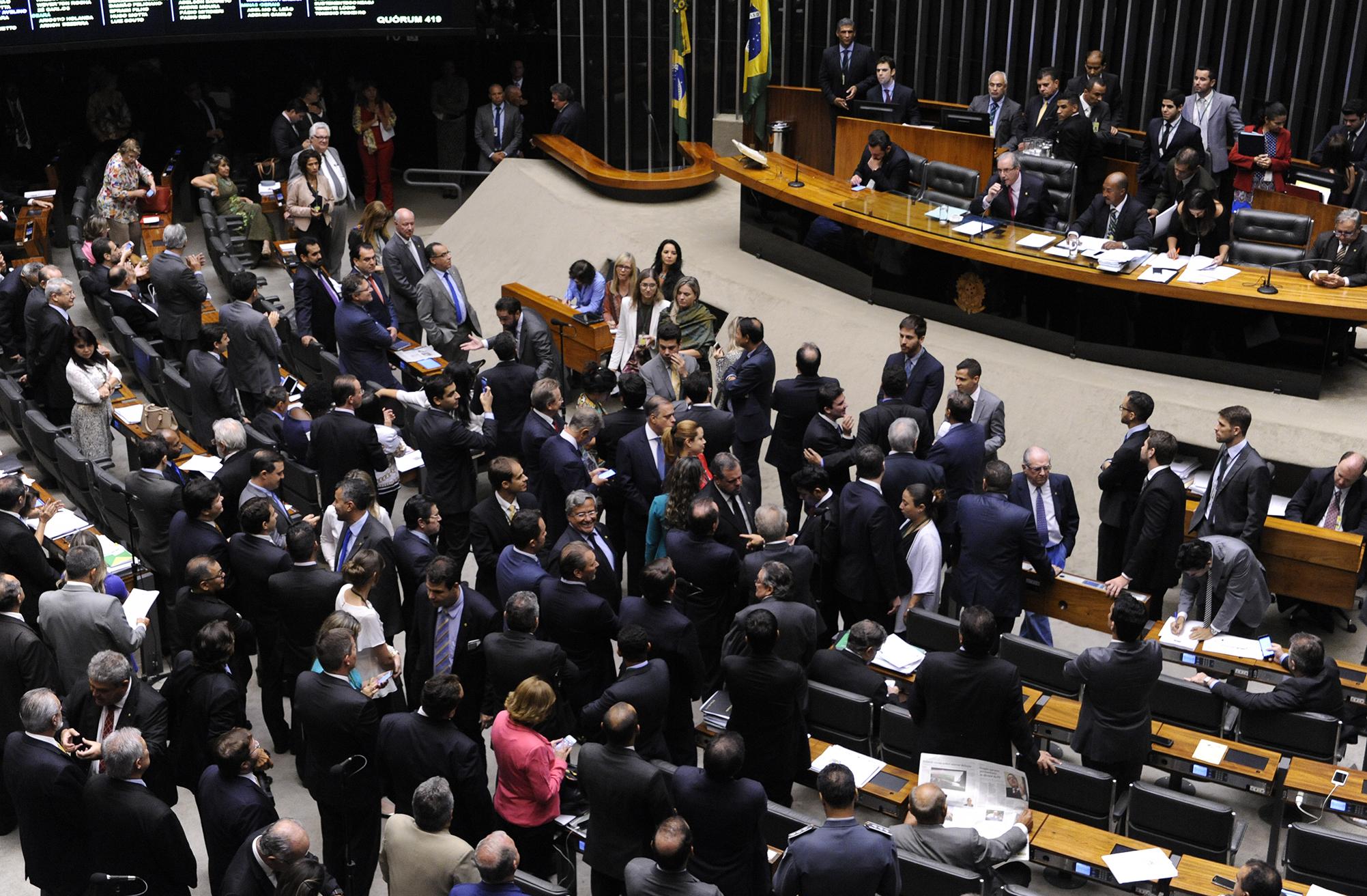 Votação da Proposta de Emenda Constitucional foi viabilizada após negociações entre o governo, a Frente Parlamentar da Saúde, a relatora e o líder do governo