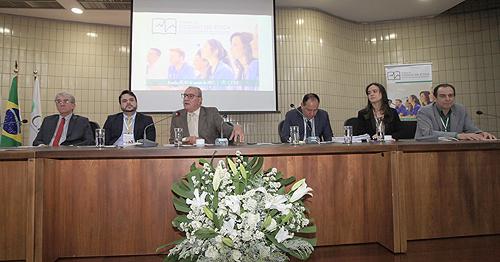 Palestrantes apresentam perspectivas sobre o tema