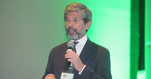 O representante da OPAS defendeu a universalização da saúde pública