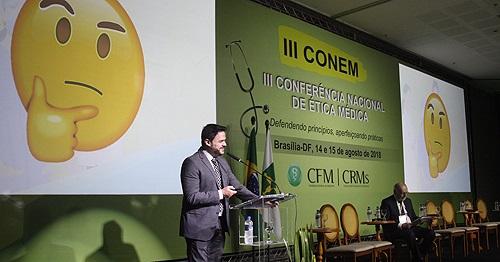 O coordenador-adjunto da Comissão Nacional para Elaboração do Código, Leonardo Sérvio Luz, destacou a importância da boa convivência entre os profissionais, desde a formação