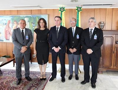 Lideranças médicas foram recebidas pelo presidente Bolsonaro no Palácio do Planalto