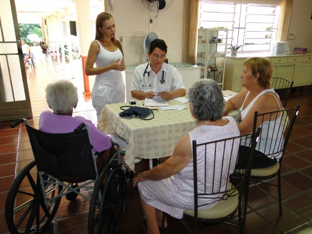 Equipes de saúde da família também são em número insuficiente